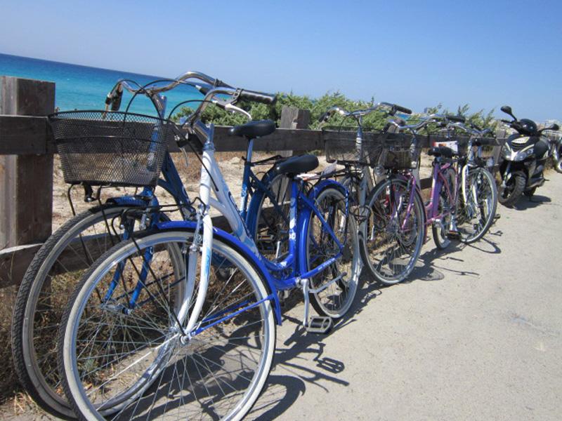Biciclette parcheggiate - estate gallipoli