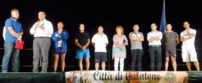 Da sinistra, il  presentatore Mauro Longo, il sindaco Nisi ed i presidenti di alcune associazioni
