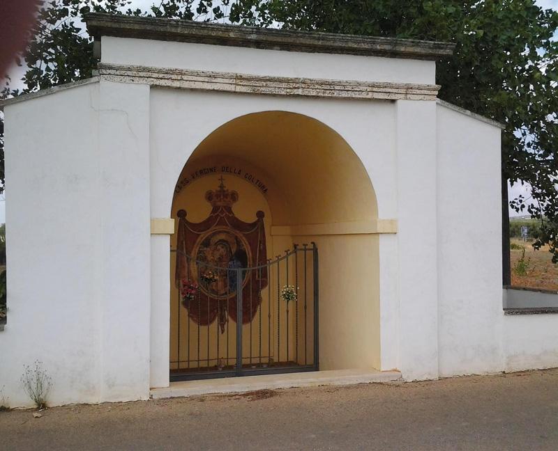 cappella di campagna dediacata alla Madonna della Coltura . parabita
