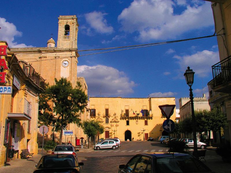 piazza castello taurisano municipio