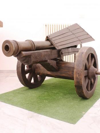 il cannone di leonardo riprodotto da giuseppe manisco in mostra nel 2012 ad acaya - x galatone