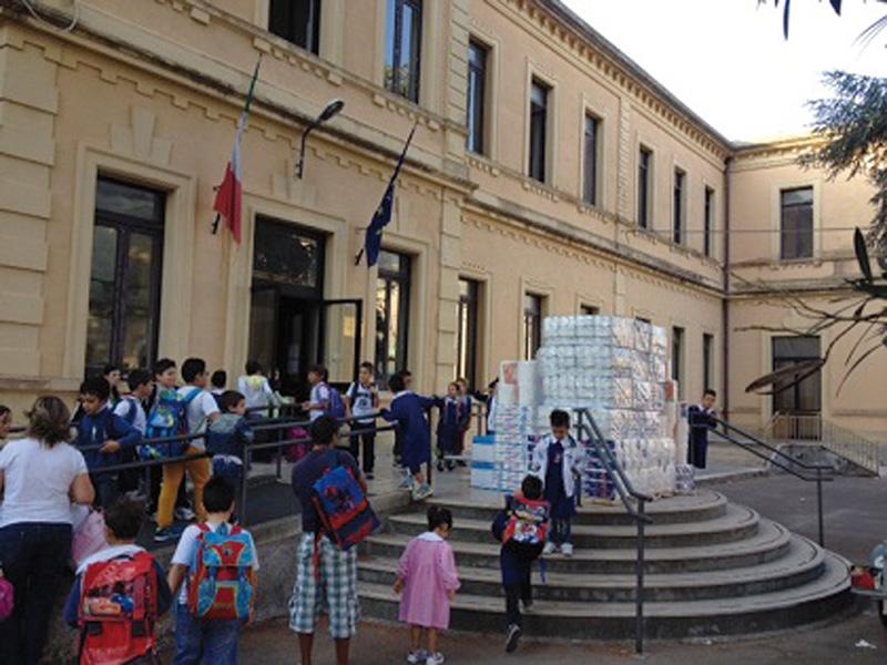 istituto comprensivo - consegna materiale scuola  amica - aradeo  (2)