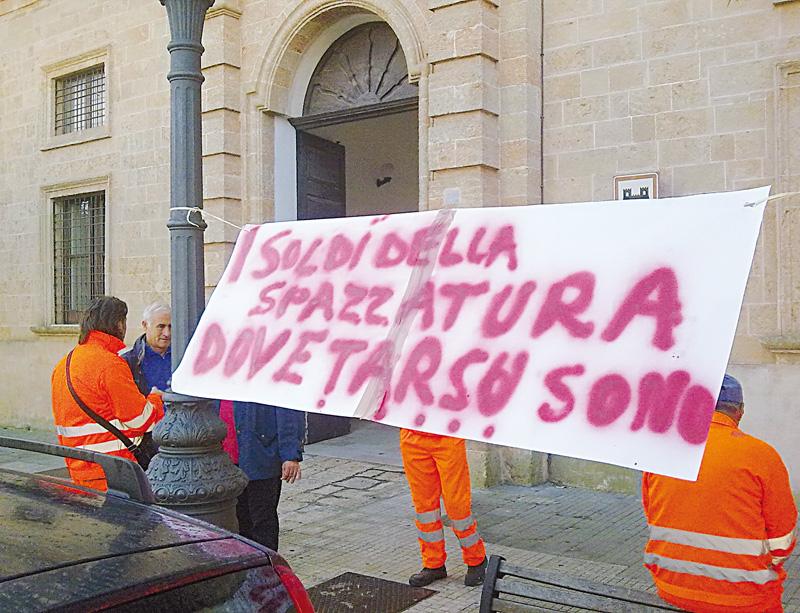 rifiuti sciopero casarano (2)