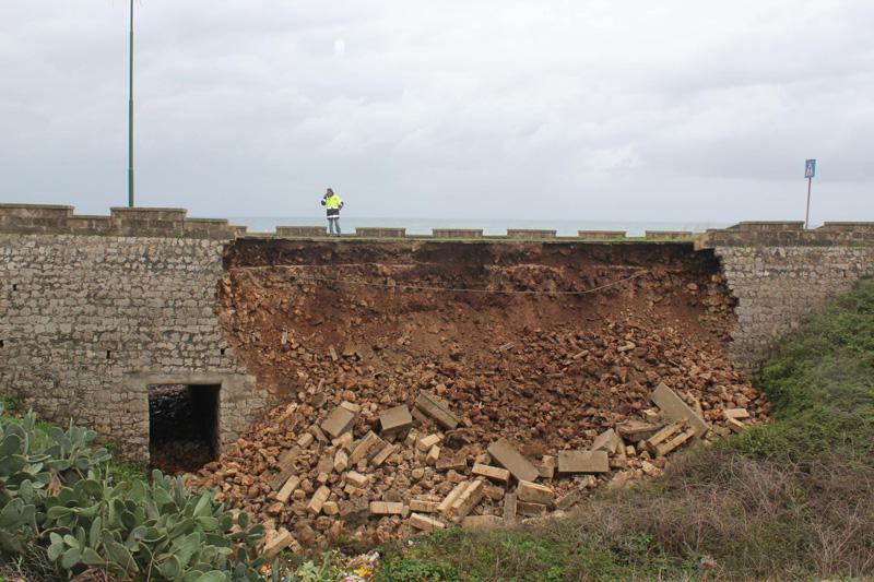 il ponte crollato - foto di Emanuele Manco