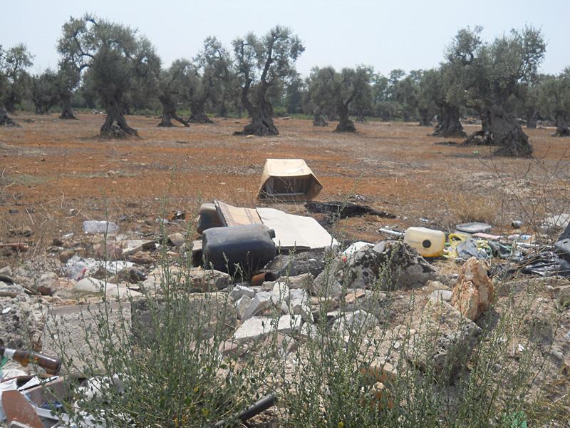 discarica  rifiuti localita Curti