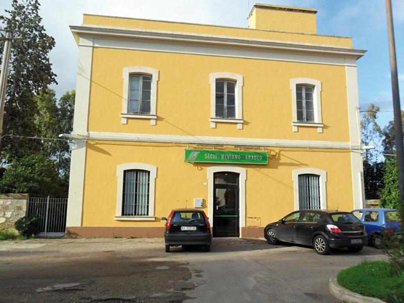 Stazione ferroviaria Secli-Neviano-Aradeo
