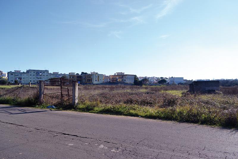 via nanni a sinistra le case popolari di via pertini - alezio  (4)