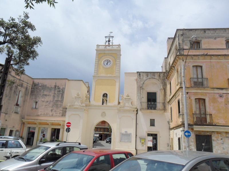 piazza san nicola torre orologio aradeo (3)