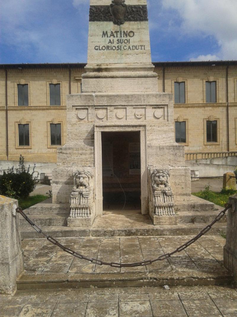 Monumento ai caduti Matino