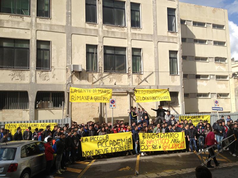 Protesta all'ex Istituto nautico - 10.03 (6)