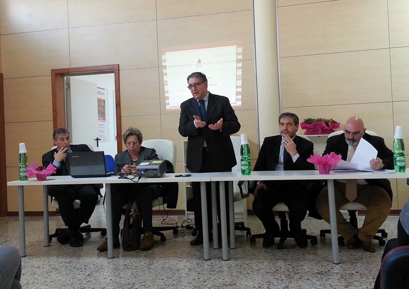 da sinistra il presidente Gabellone, l'assessore provinciale Fernanda Metrangolo, i sindaci di parabita e Casarano, Cacciapaglia e Stefàno, il direttore del Distretto Aldo Schiavano
