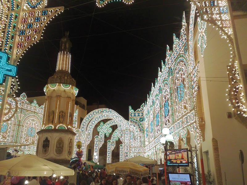Le luminarie in piazza San Giovanni nella passata edizione