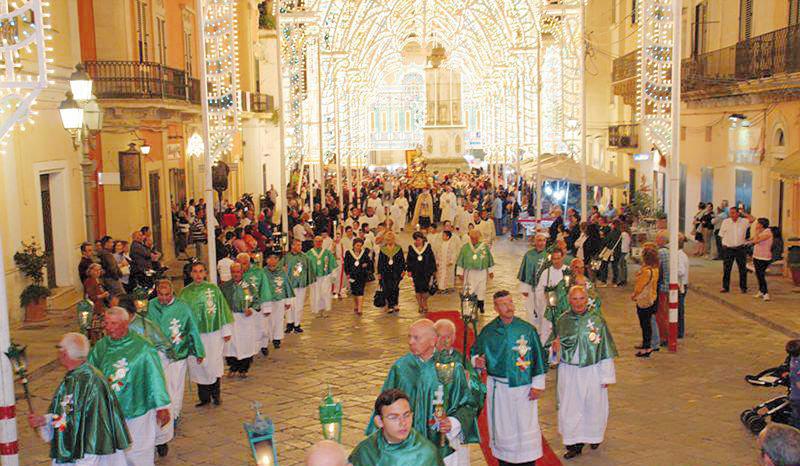 La processione rientra nella Matrice