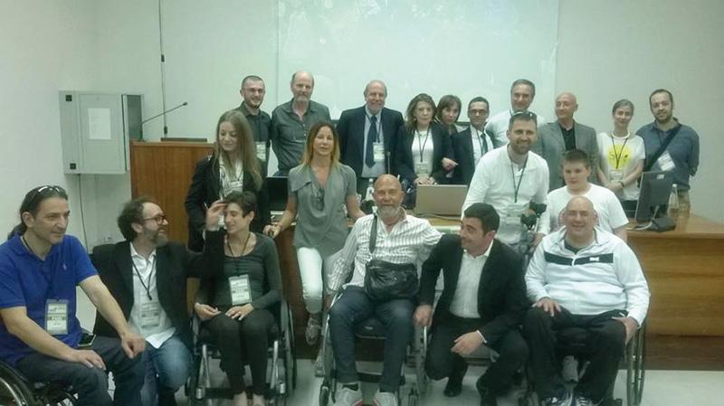 foto di gruppo Lapiantiamo a Lecce con sindaco Metallo e malati 24-5-14