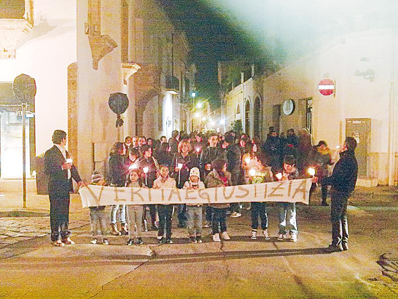"""Il corteo di protesta del 24 novembre scorso quando in centinaia scesero in piazza per rivendicare """"verità e giustizia"""" sulla questione dei rifiuti tossici: a distanza di sei mesi si attendono le prime risposte"""