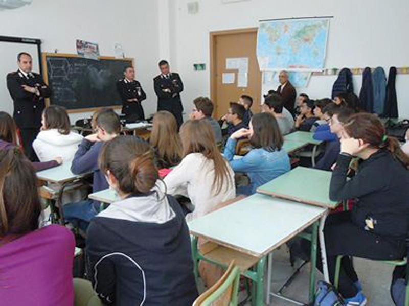 Educazione stradale - Scuola Media Aradeo 12 aprile 2014