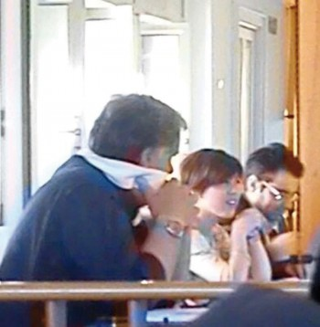 """Giuseppe Monteduro """"imbavagliato) accanto al consigliere  Mery Cataldi e all'assessore Marzio Molle"""
