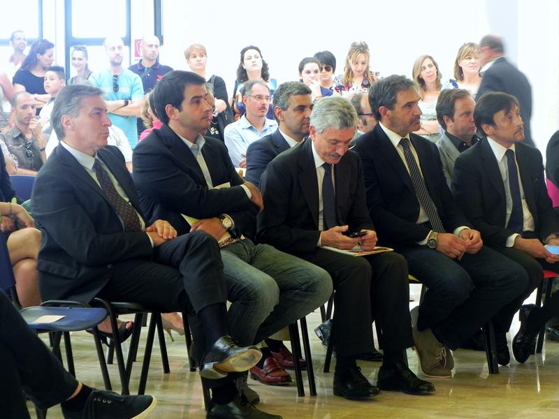 TANTI I POLITICI PRESENTI  Da sinistra Antonio Gabellone, Raffaele Fitto, Massimo D'Alema, Gianni Stefàno e Dario Stefàno all'inaugurazione della nuova sede