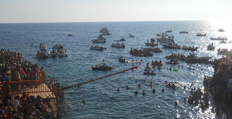 CANALE  DELLA VOLPE  Qui ogni anno si tiene la manifestazione attesissima per la magia del luogo e per la maestria di chi si cimenta nell'impresa senza cadere in mare