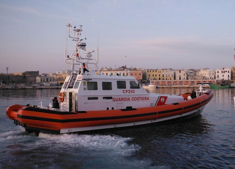 guardia costiera ferma peschereccio di monopoli