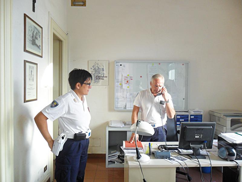 maria elena marti (comandante) e Vincenzo De Blasi - polizia municipale - sannicola