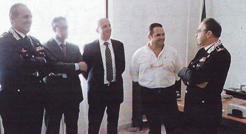 Da destra il comandante dei carabinieri e il Sindaco in Comune
