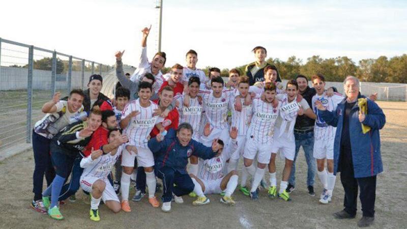 Nella foto il Casarano calcio - categoria juniores 2013-2014