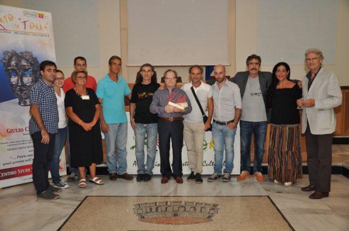 Arte in terra 2014 al centro il Prof  Raimondi con gli organizzatori e il sindaco
