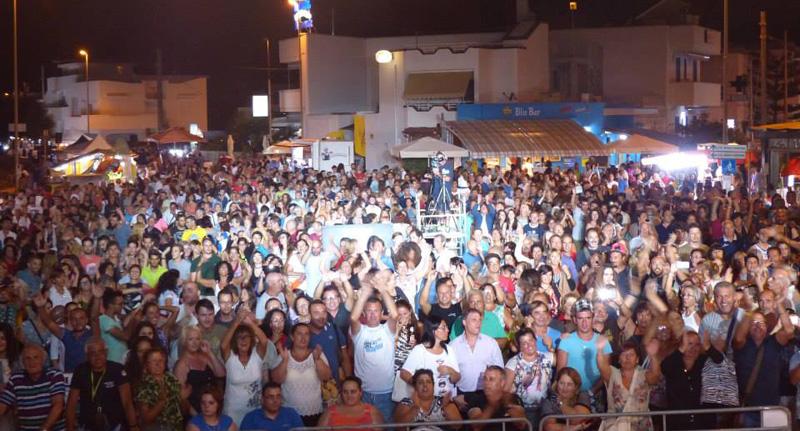 Torre mozza nella notte in 30mila bianca evento dell 39 estate piazzasalento - Notte bianca specchia ...