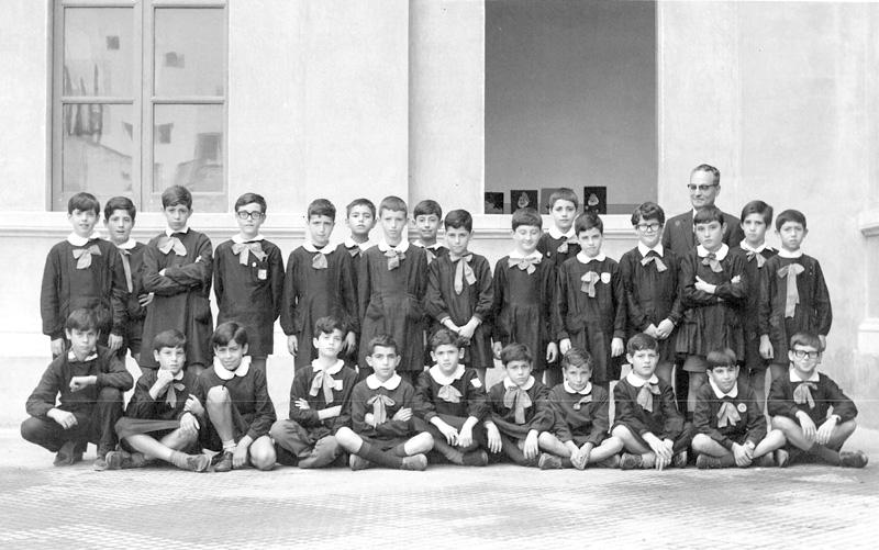 Una classe delle scuole elementari di Alezio negli anni cinquanta