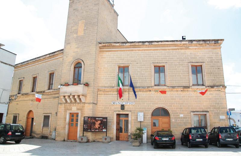 Il Municipio e, a destra dall'alto Lezzi, Tanisi e Pellegrino