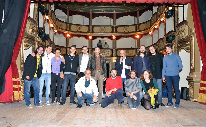 """Foto di gruppo nel """"Garibaldi"""", in basso Andrea Carrozza e Francesco Corchia"""