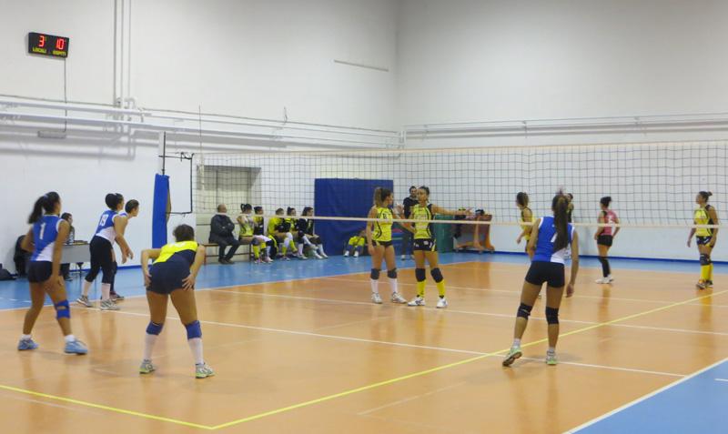 Le ragazze in azione. La squadra, per mancanza di fondi, ha dovuto rinunciare a disputare il campionato di serie D. Eppure conta 131 tesserati