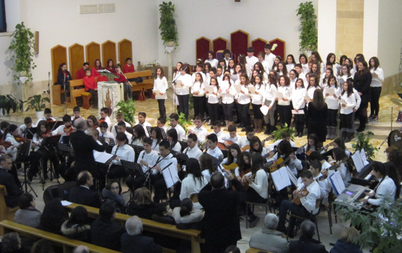 """Il coro e l'orchestra dell'istituto """"Aligheri"""" al Sacro Cuore"""