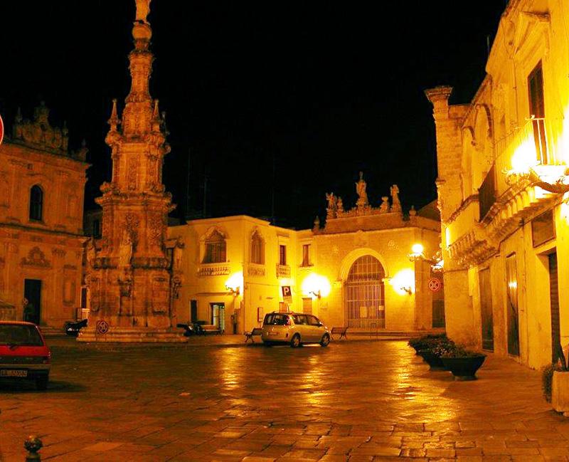 Piazza Salandra di sera con Lampioni artistici