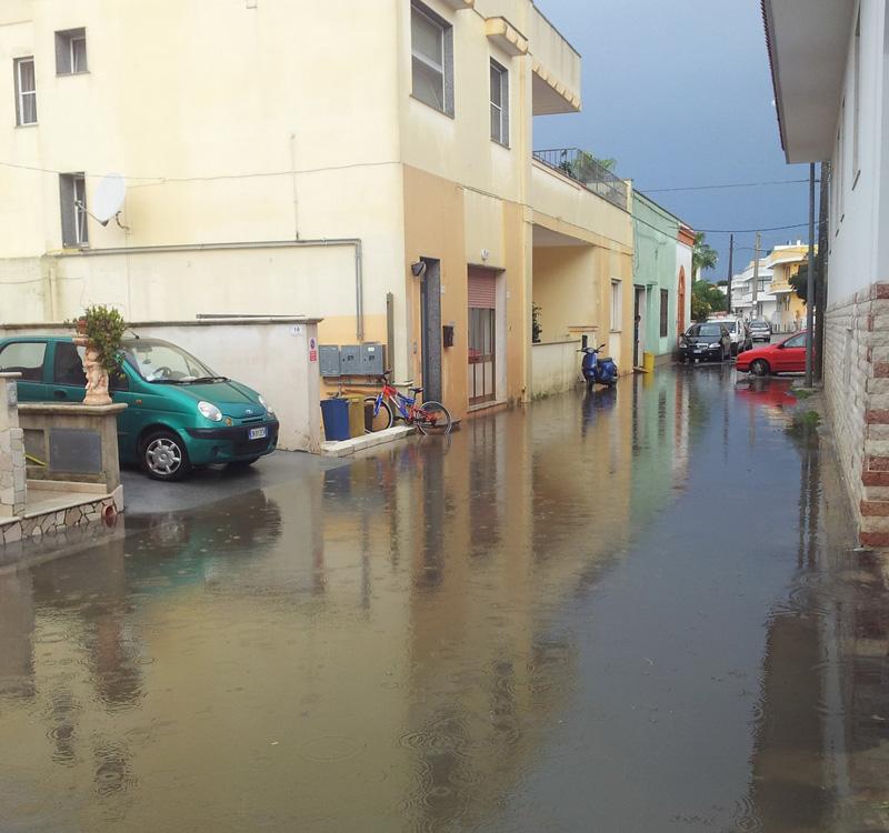 Quando piove si resta tutti in casa piazzasalento - Odore di fogna in bagno quando piove ...