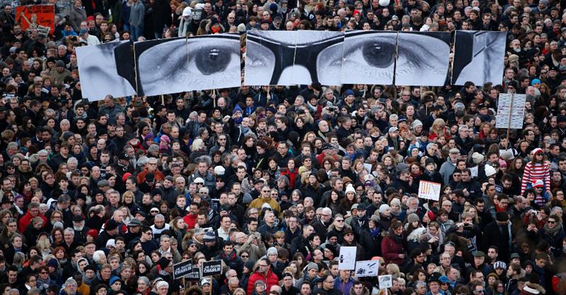 milhares-de-pessoas-marcham-em-paris-1421107399929_956x500