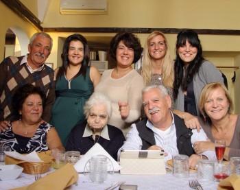 nonna rosina con i parenti
