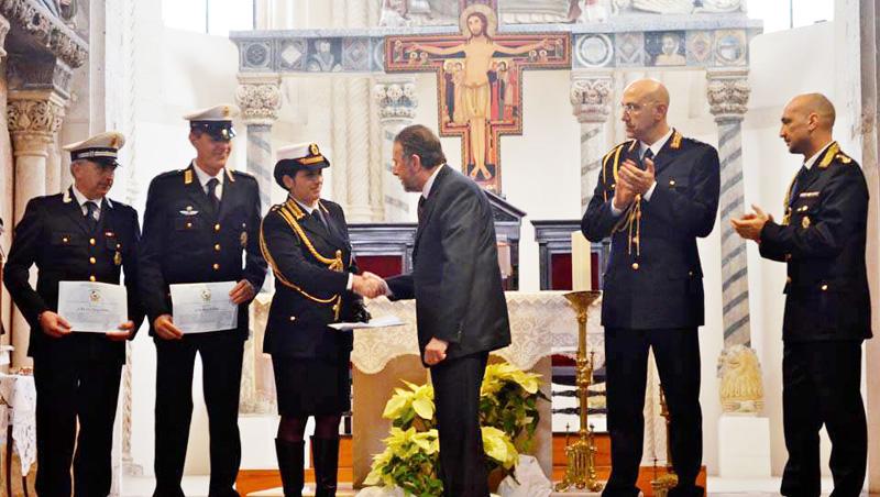 La comandante Marti ed i suoi agenti premiati da Cataldo Motta