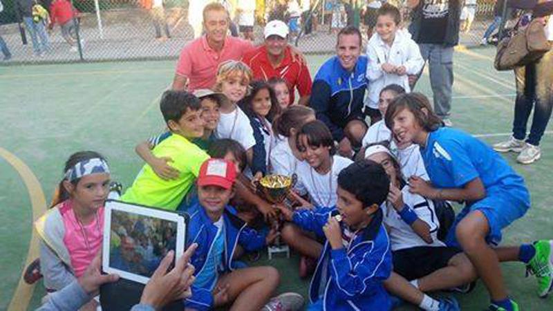 Francesco Esta (maglia rossa, cappellino bianco) e i suoi ragazzi