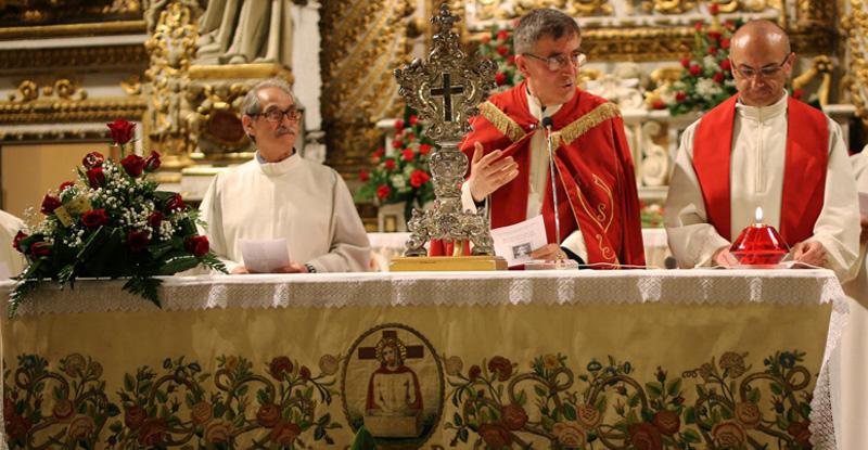 Don Giuseppe Casciaro (di Nard) durante una cerimonia dei 'Tisponsi' lo scorso anno