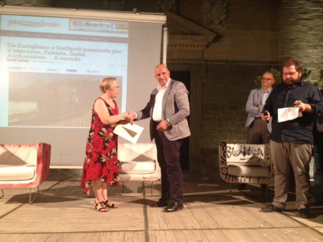 Maria Rosaria De Lumè premiata dal consigliere Ernesto Leganza
