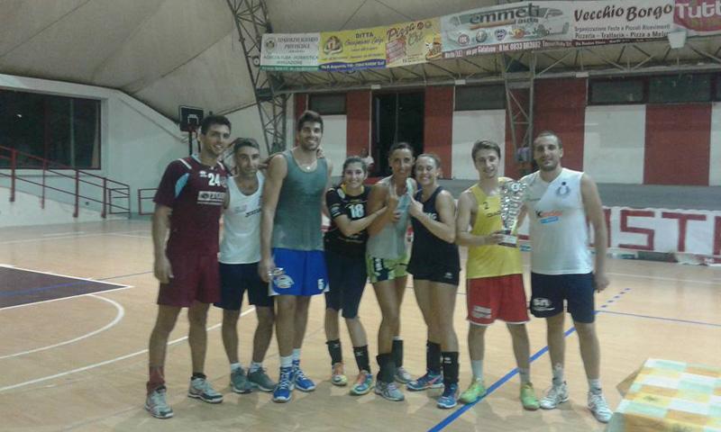 La squadra vincente del torneo. In basso Federica Buccarella e Mattia Dantoni