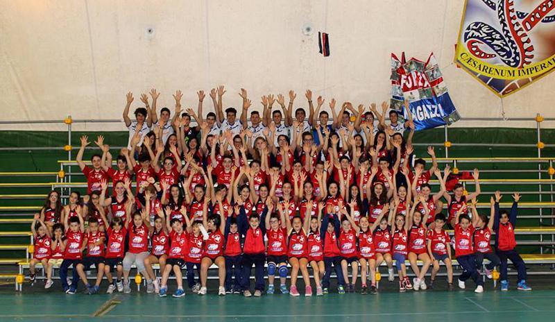 Il settore giovanile. In basso, da sinistra, Dongiovanni e Anastasia