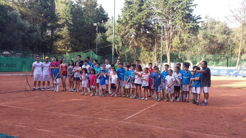 La chiusura della scuola tennis 2014-15. In basso il maestro federale Cosimo Pino, da sempre l'anima del Circolo