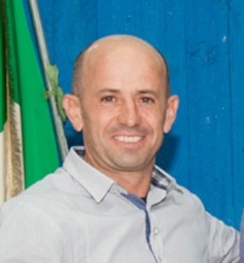 danilo linciano e sindaco Daniele Perulli - auguri in consiglio 10.10 (2)