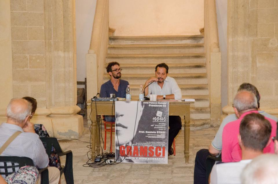 Da sinistra il presidente dell'associazione Noùs e il professore Daniele Stasi (foto di Luca Artivisive)