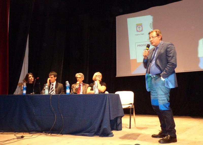 L'intervento del commissario Aprea; al tavolo da destra Loredana Capone, Giuseppe Cataldi, Marco Colizzi e Sara De Blasi