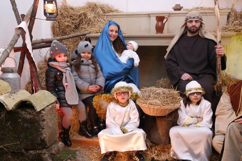 Natale in centro la pro loco di nard al lavoro piazzasalento - Specchia presepe vivente ...