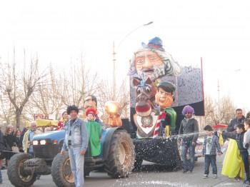 Carnevale-Matino-2014-carro arcuevi